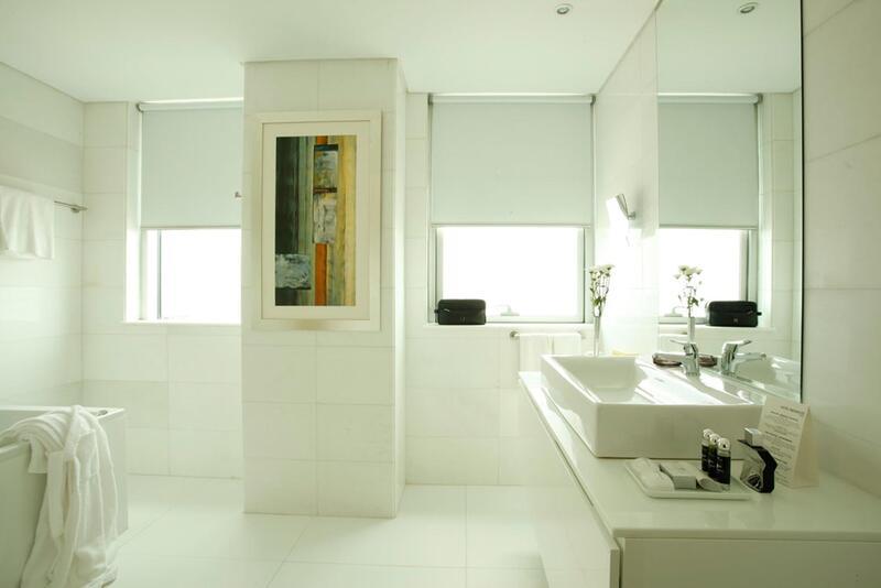 Premium bathroom at Hotel Presidente Luanda