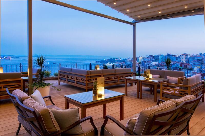 Bar & Lounge at CVK Park Prestige Suites in Istanbul