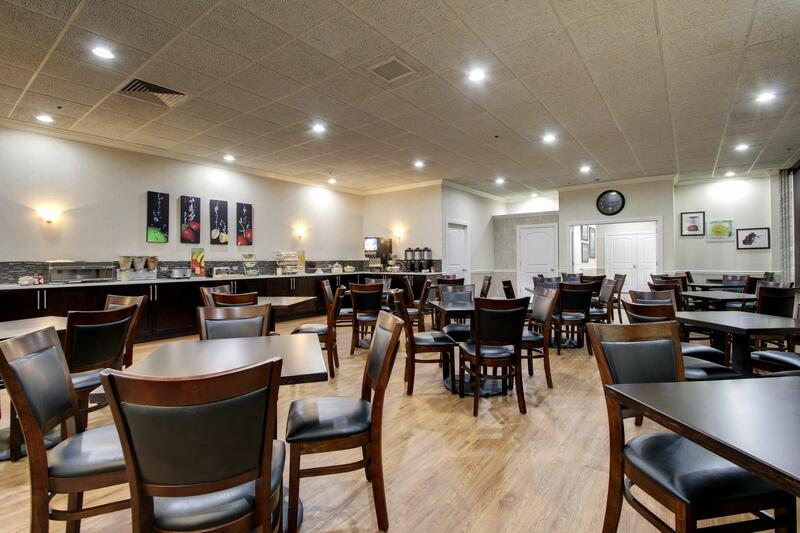 breakfast seating and buffet bar