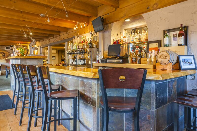 Petra's Bistro bar