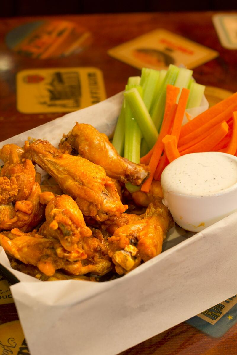 chicken wings with celery and carrots