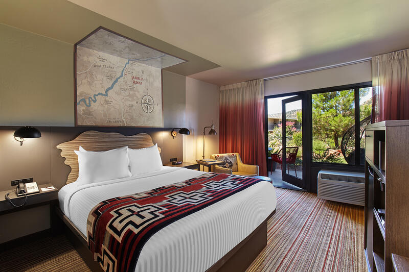 Courtyard room with queen bed.