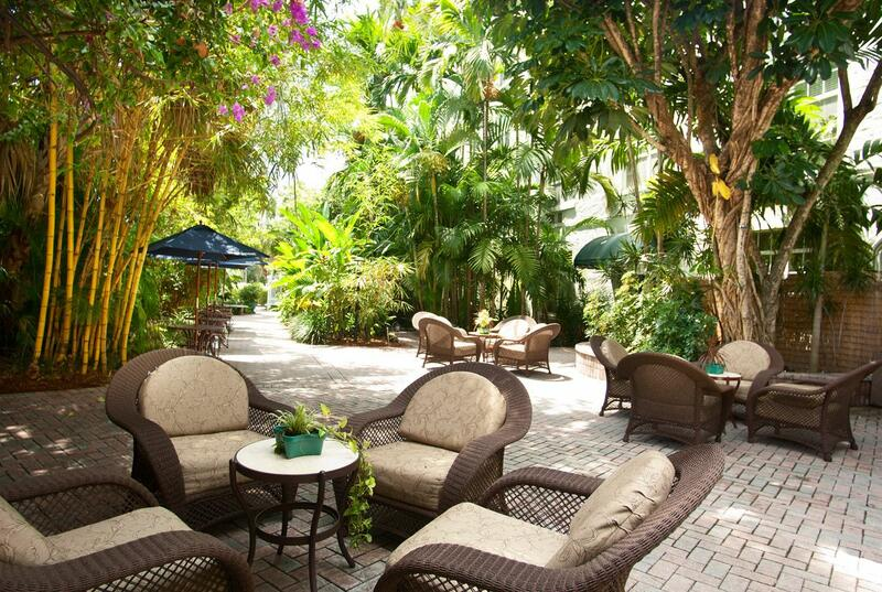 outdoor courtyard with patio furniture