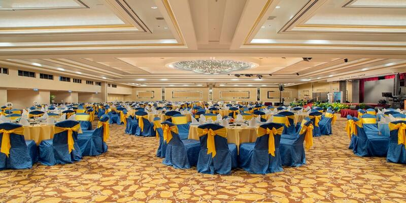 Ballroom with round tables and blue chairs