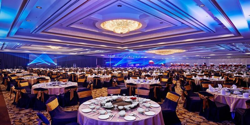 Round dining tables at Grand Mahkota Ballroom