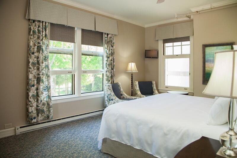 Mansion Woodland Queen Room