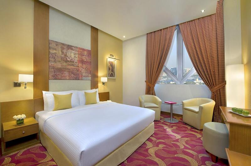 Premium Room at City Seasons Towers