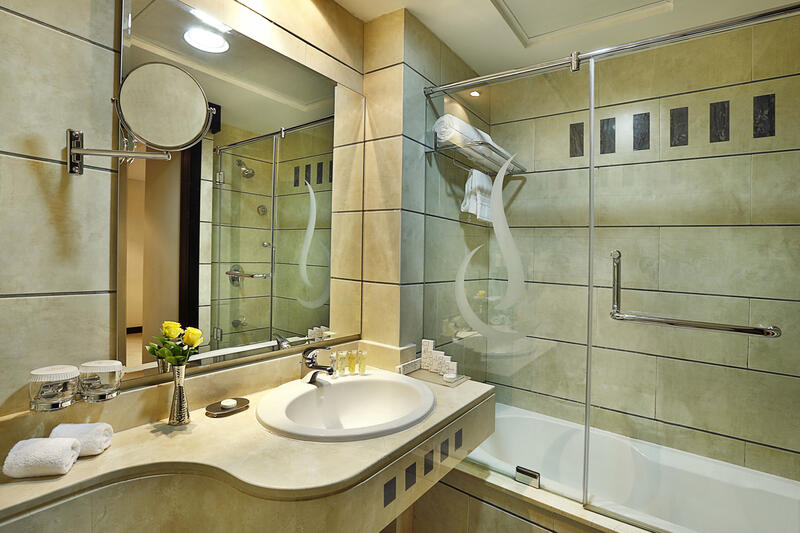 Deluxe Bathroom at City Seasons Muscat