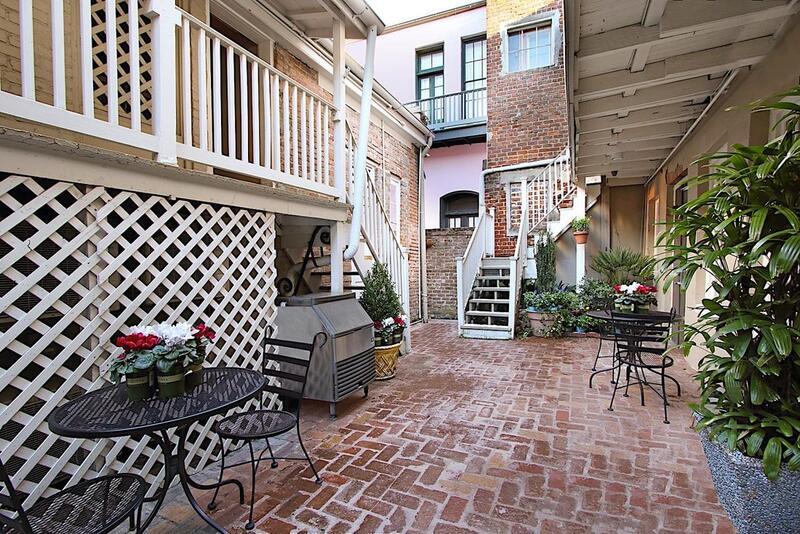 Inn on Ursulines Courtyard