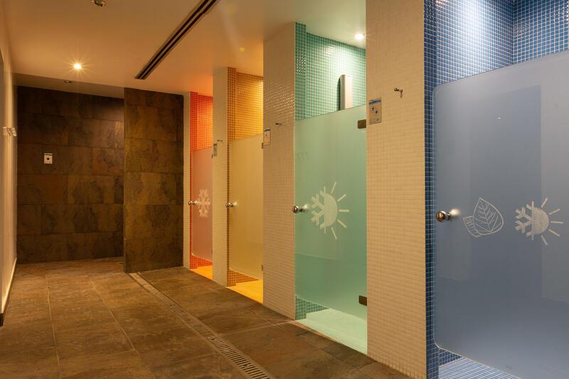 Aimia Hotel - Spa showers