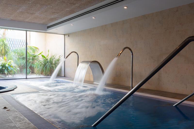 Aimia Hotel - Spa waterfall