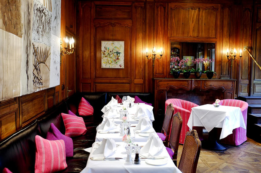 gedeckte Tafel im Restaurant im Hotel München Palace
