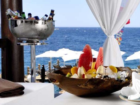 Drinks at Sarpedor Boutique Beach Hotel in Bodrum, Turkey