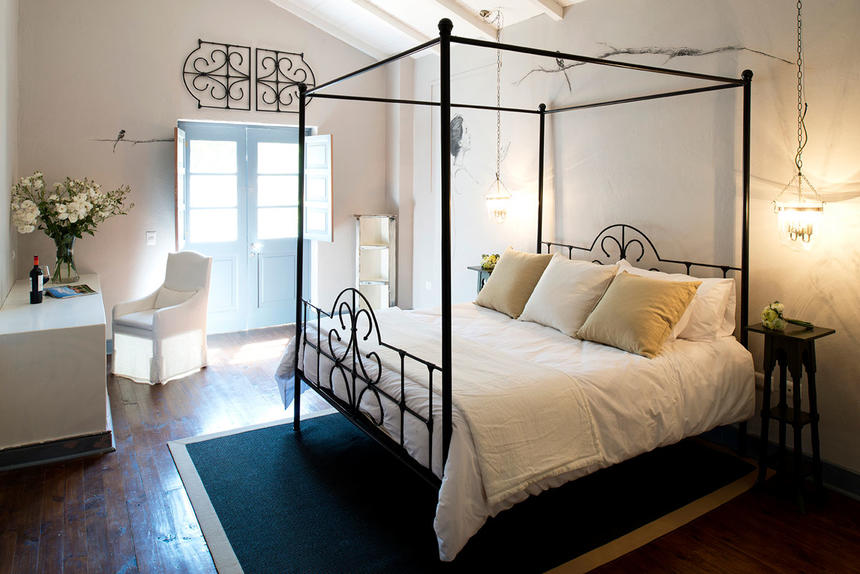 Bedroom suite with king bed & work area at Noi Blend Colchagua