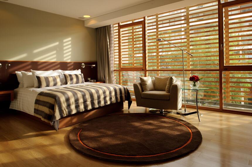 Deluxe Room bedroom area at NOI Vitacura hotel