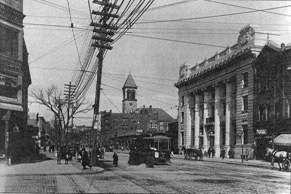 Black & White Historic Photo of 907 Main