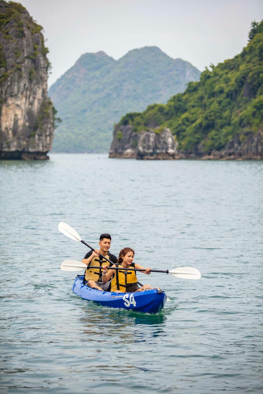 Syrena Cruises Activities - Kayaking