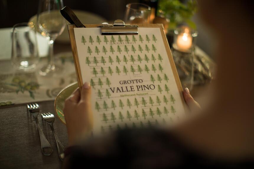 Menü im Grotto Valle Pino Restaurant im Hotel Liebes Rot Flüh, H