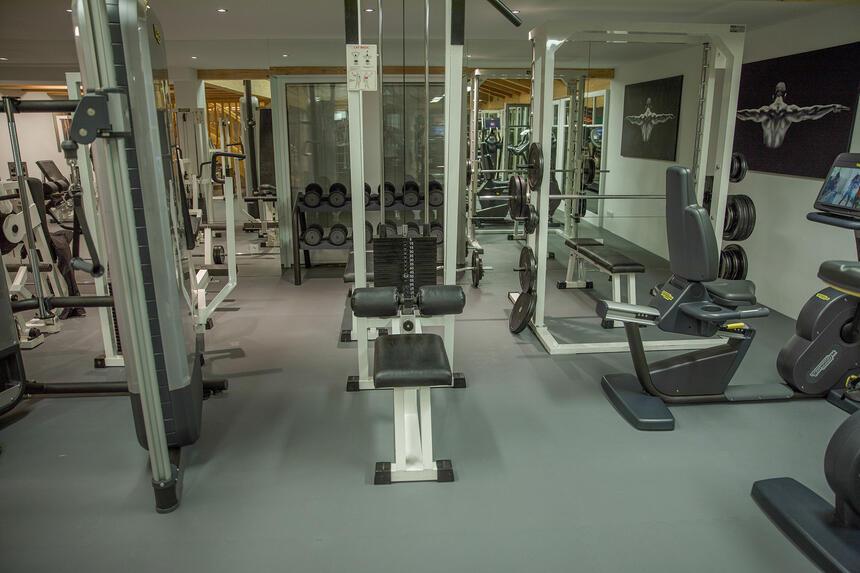Fitness Raum mit Geräten im Hotel Liebes Rot Flüh, Haldensee Tir