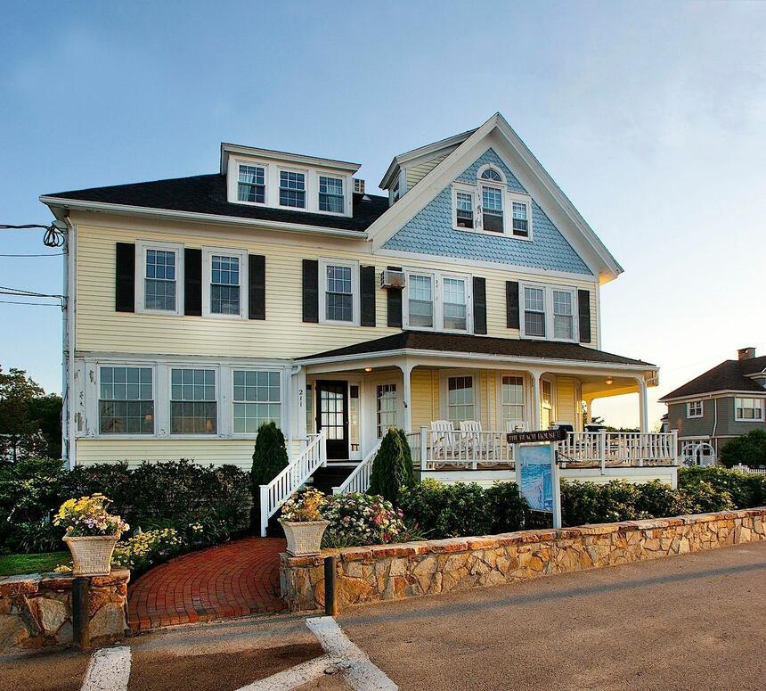 Beach House Inn Exterior