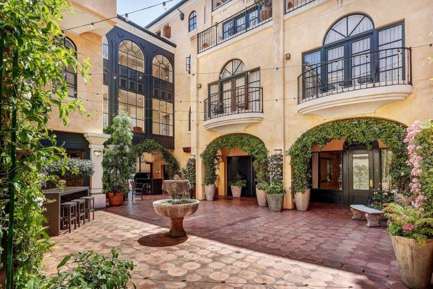 a courtyard with lush plants