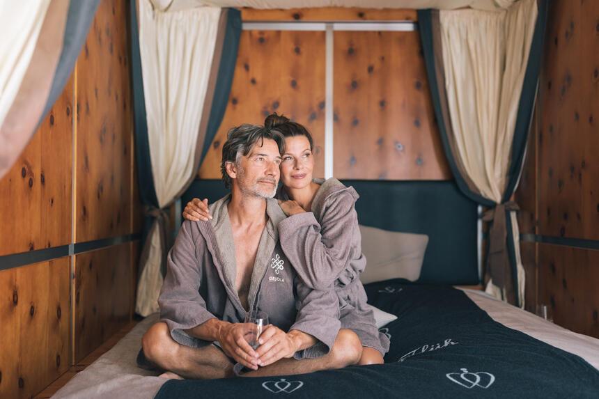 entspanntes Paar im Prjola Spa, Hotel Liebes Rot Flüh, Haldensee