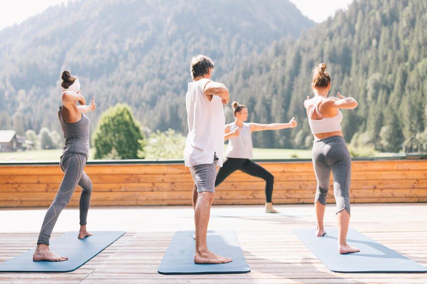 Outdoor Yoga Einheit,  Hotel Liebes Rot Flüh, Haldensee Tirol