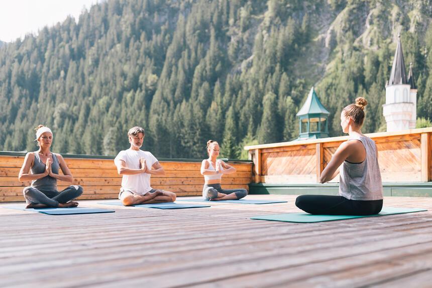 Yoga in der Natur, Hotel Liebes Rot Flüh, Haldensee Tirol