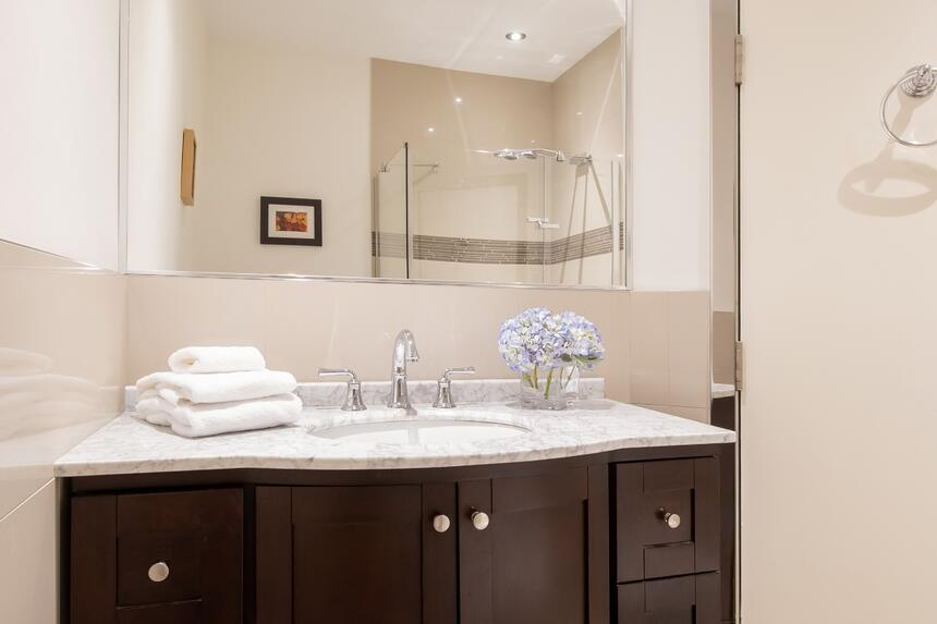 bathroom sink with mirror and folded towels