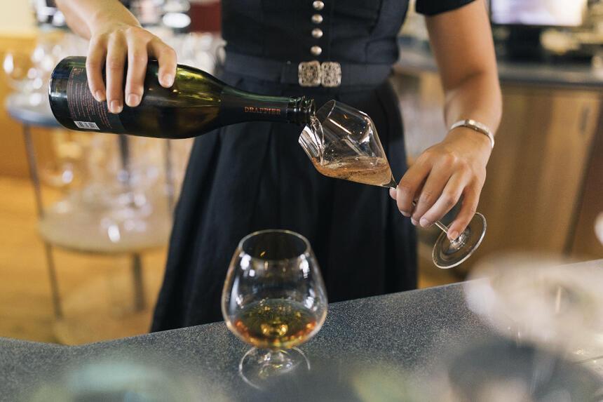 Barservice im Hotel Liebes Rot Flüh, Haldensee Tirol