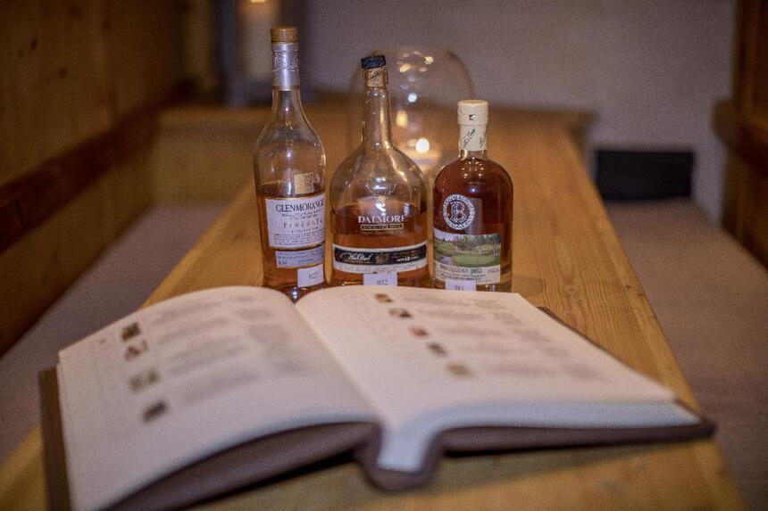 Whiskey Lounge im Hotel Liebes Rot Flüh, Haldensee Tirol