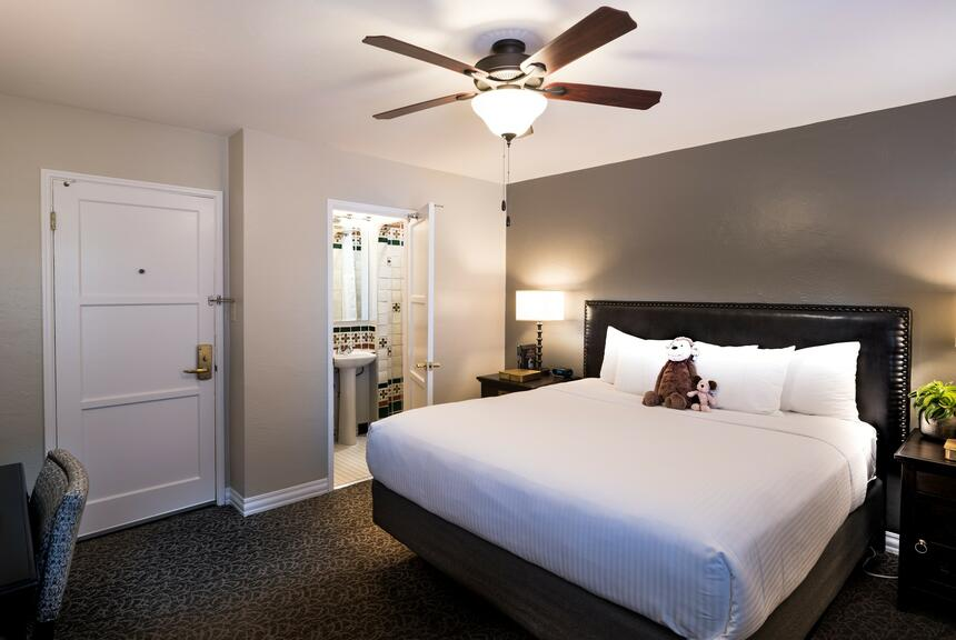 standard bedroom in the el cordova hotel