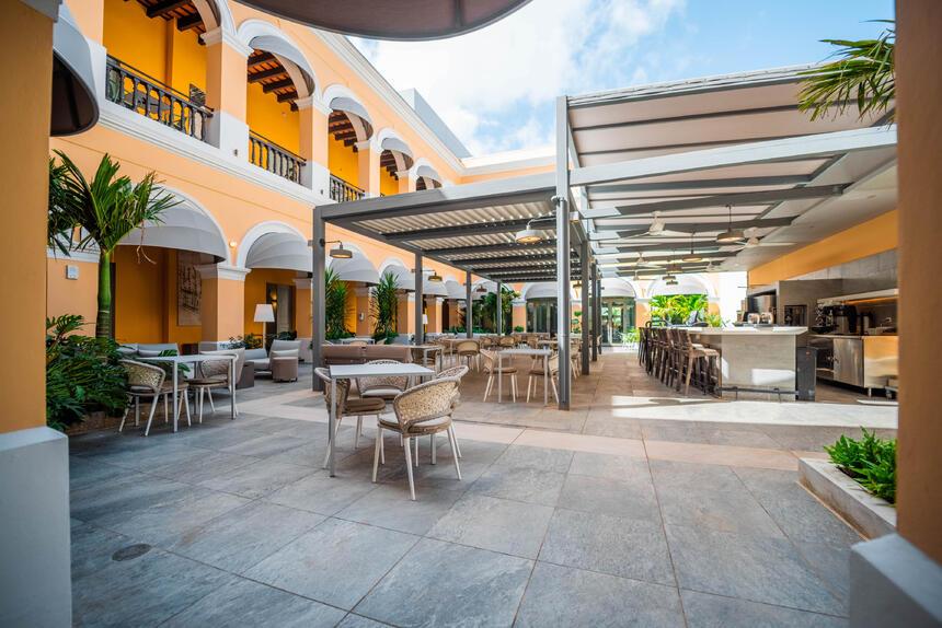 Consular restaurant and bar