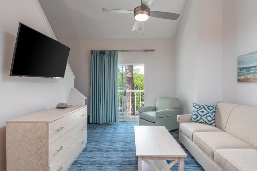Living room in Bi-Level Loft room at Palmera Inn and Suites