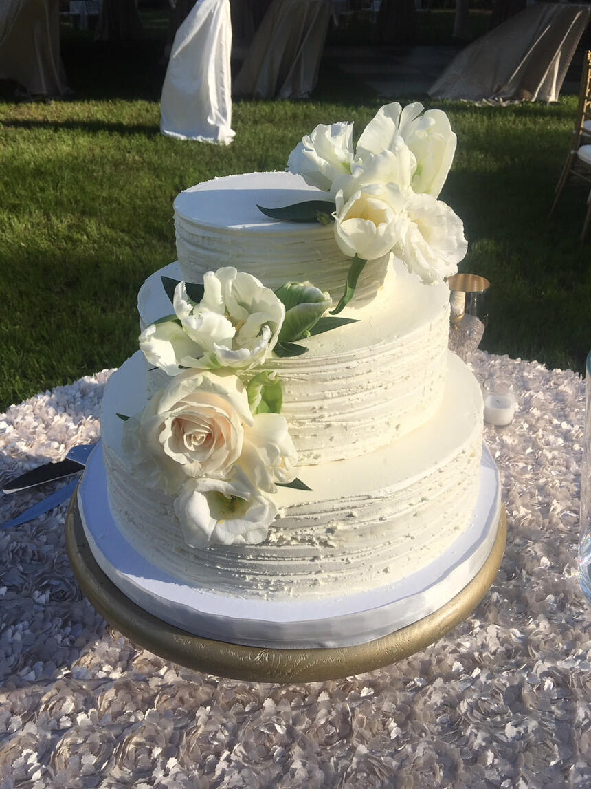 Close up of a Wedding cake at Palmera Inn and Suites