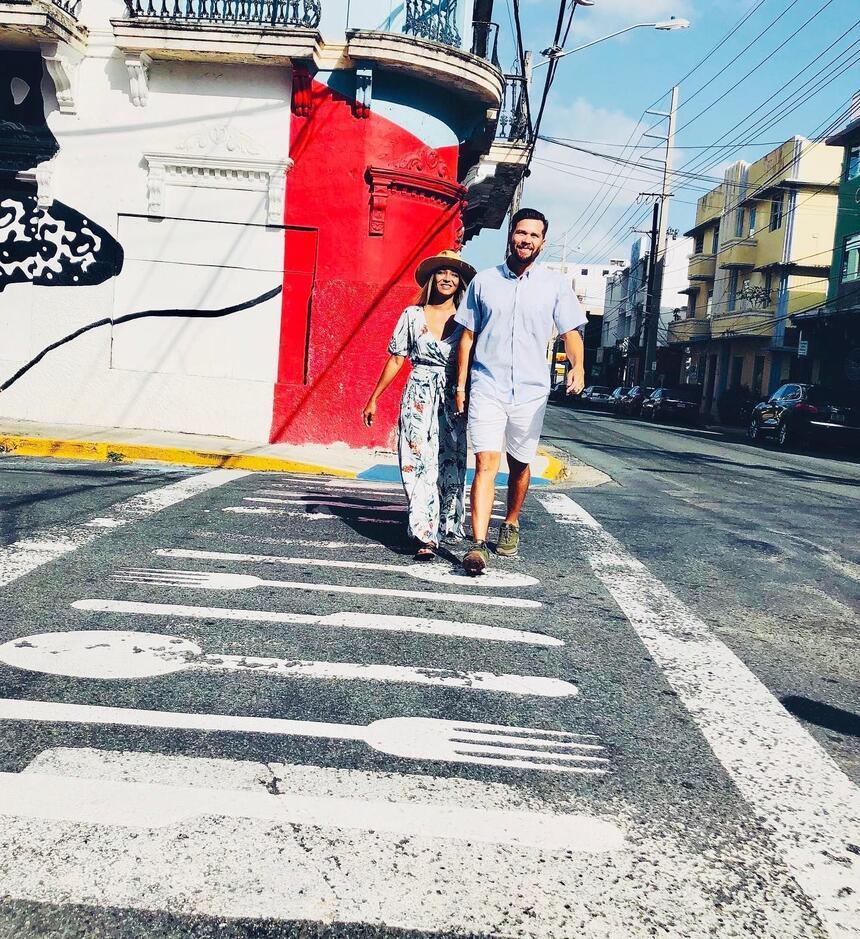 couple walking in Calle Loiza