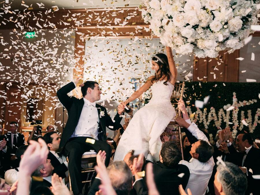 Confetti with Couple Floral Chandelier