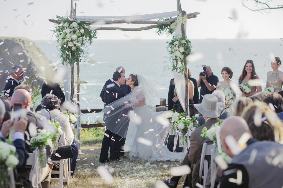 Newlywed couple kissing in the wedding at Heritage House Resort