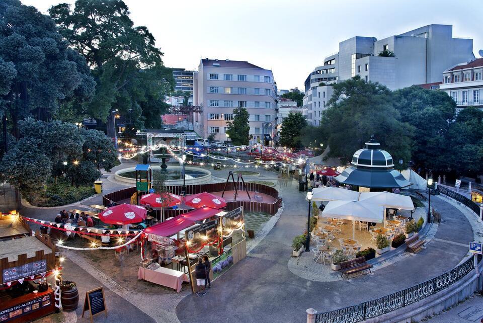Hotel Alegria courtyard with kiosk