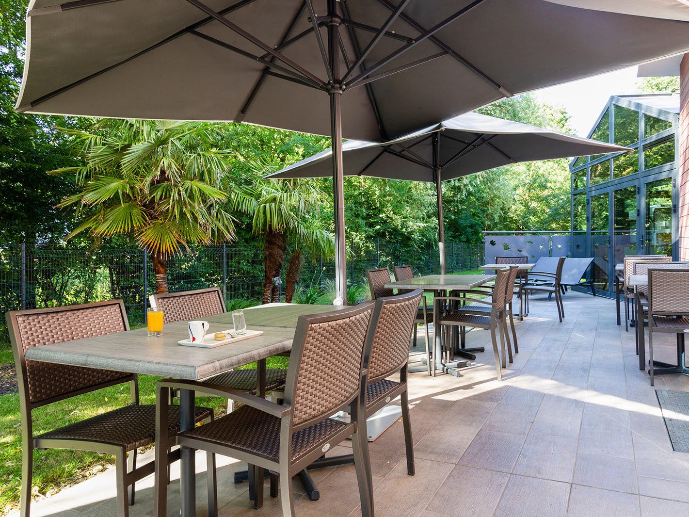 petit dejeuner terrasse saint james hotel