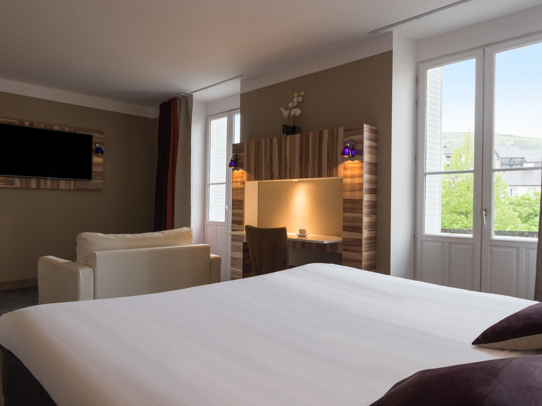 The Privilege Junior Suite at the Grand Hôtel Saint-Pierre with one extra large double bed, one sofa bed and a flat-screen tv