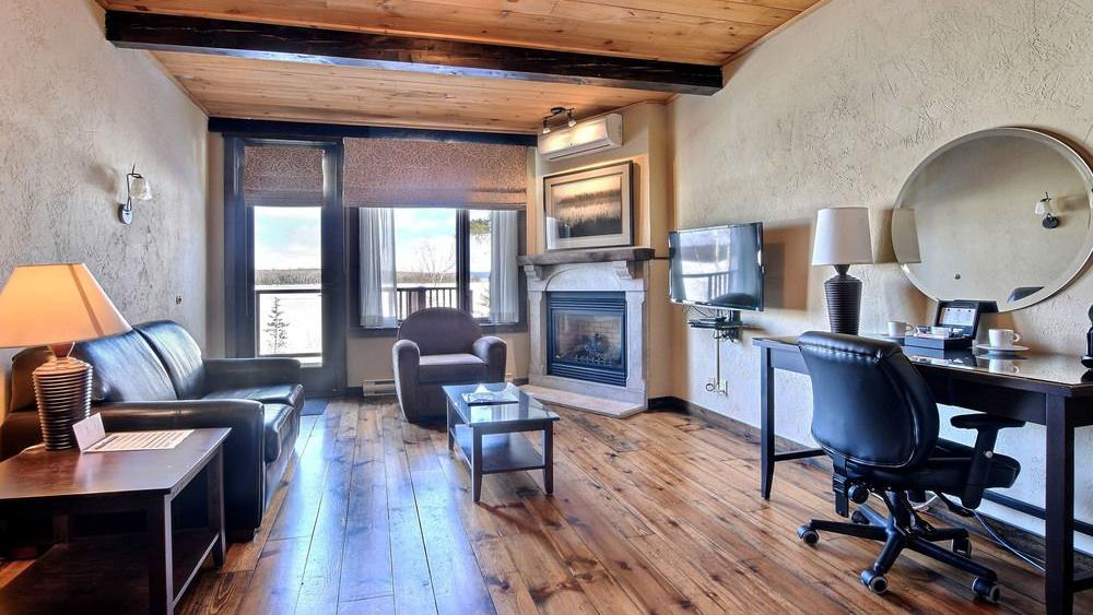 Grand condo at Alberge Lac du Taureau in Lac Taureau