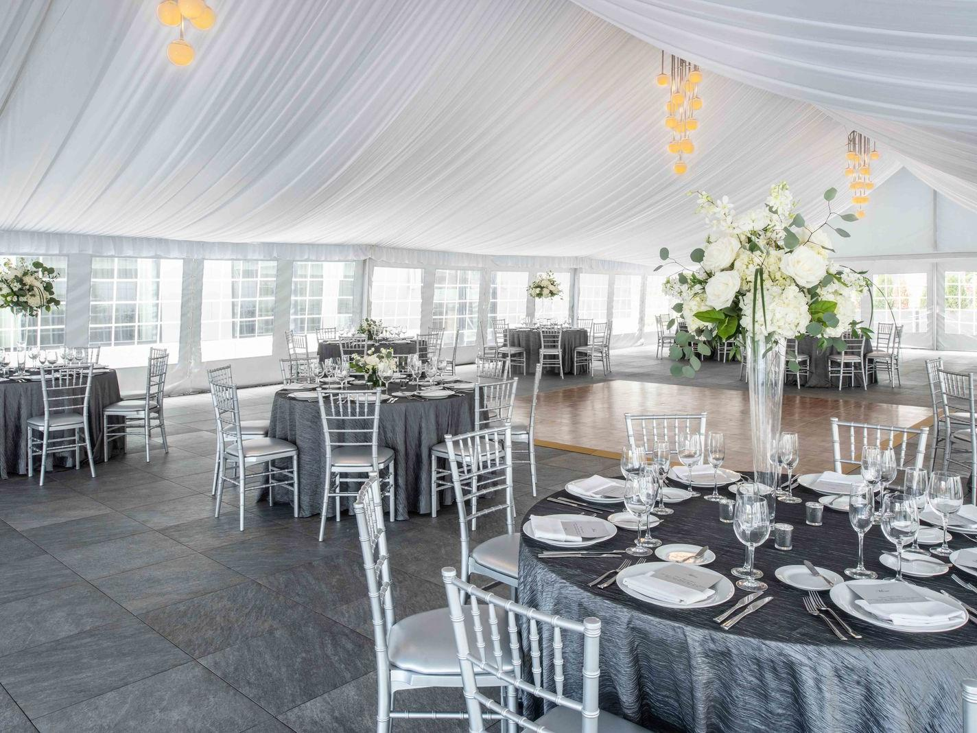 event venue for wedding with round tables