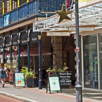 Shops and restaurants in the city near Be Fremantle