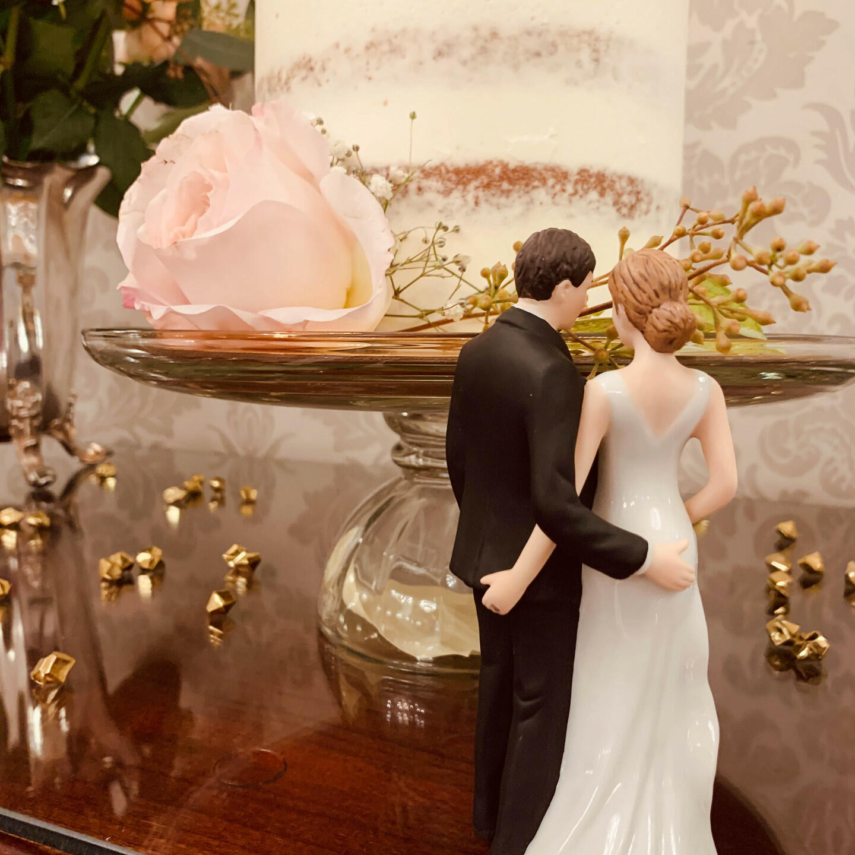 a bride and groom figurine