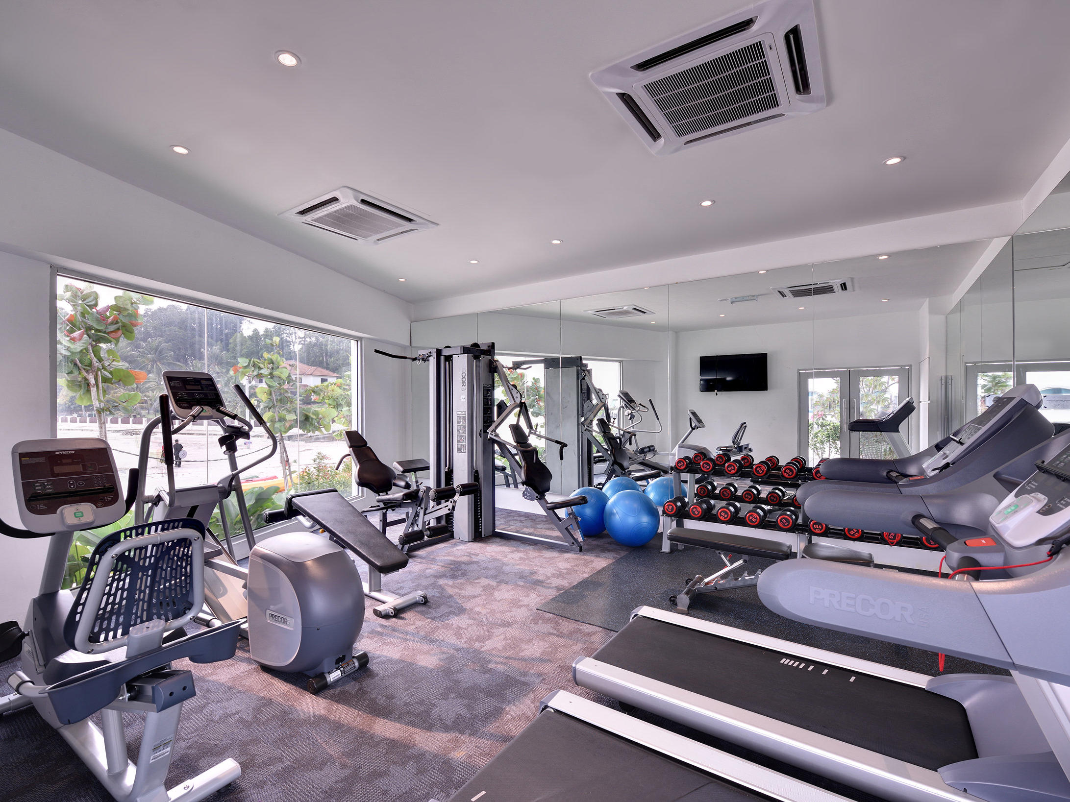 Gravity gym designed by hirsch bedner associates hba lighting