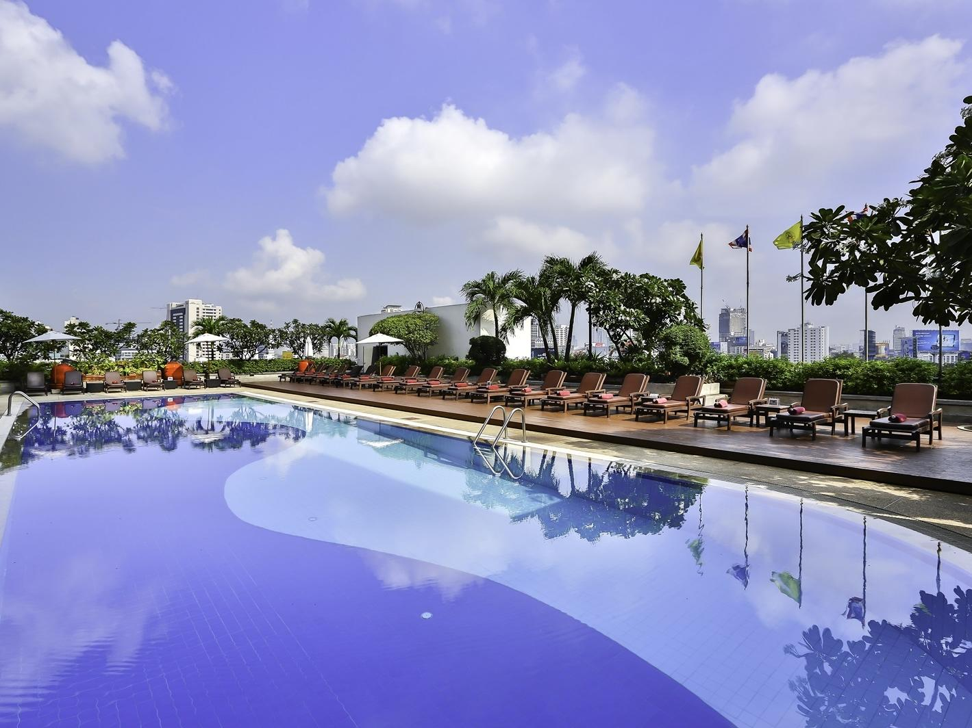 Swimming pool - Eastin Hotel