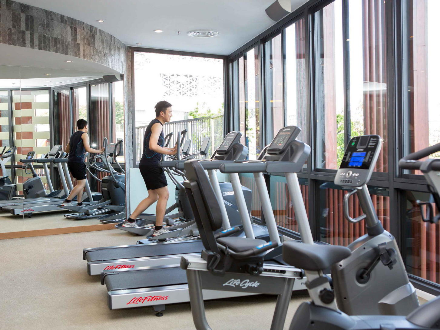 Man working out at the gym - Eastin Hotel