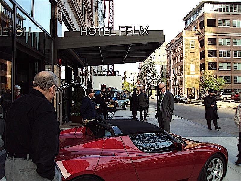 Parking Hotel Felix Chicago Amenities