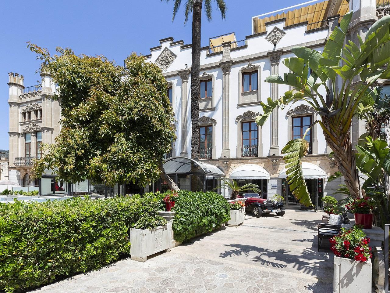 Private parking at Gran Hotel Sóller in Sóller, Majorca